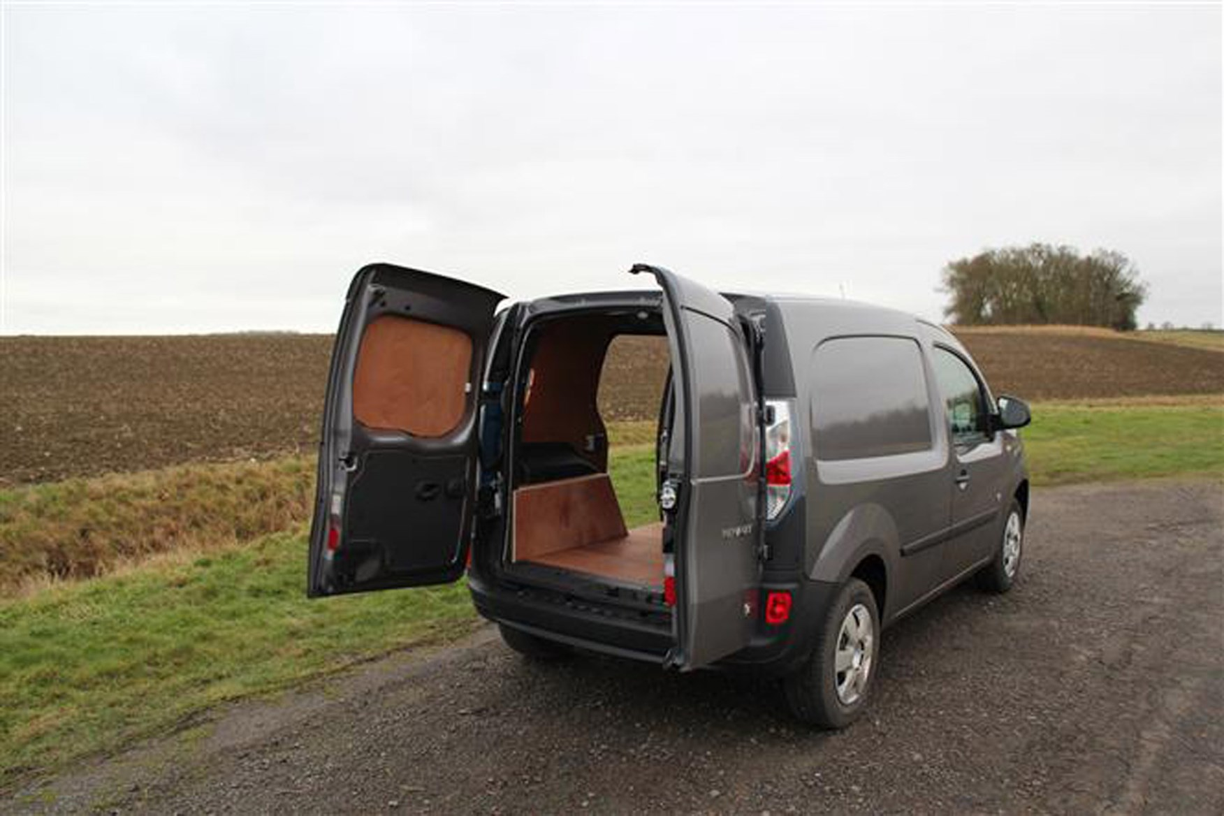 Renault Kangoo full review on Parkers Vans - load area
