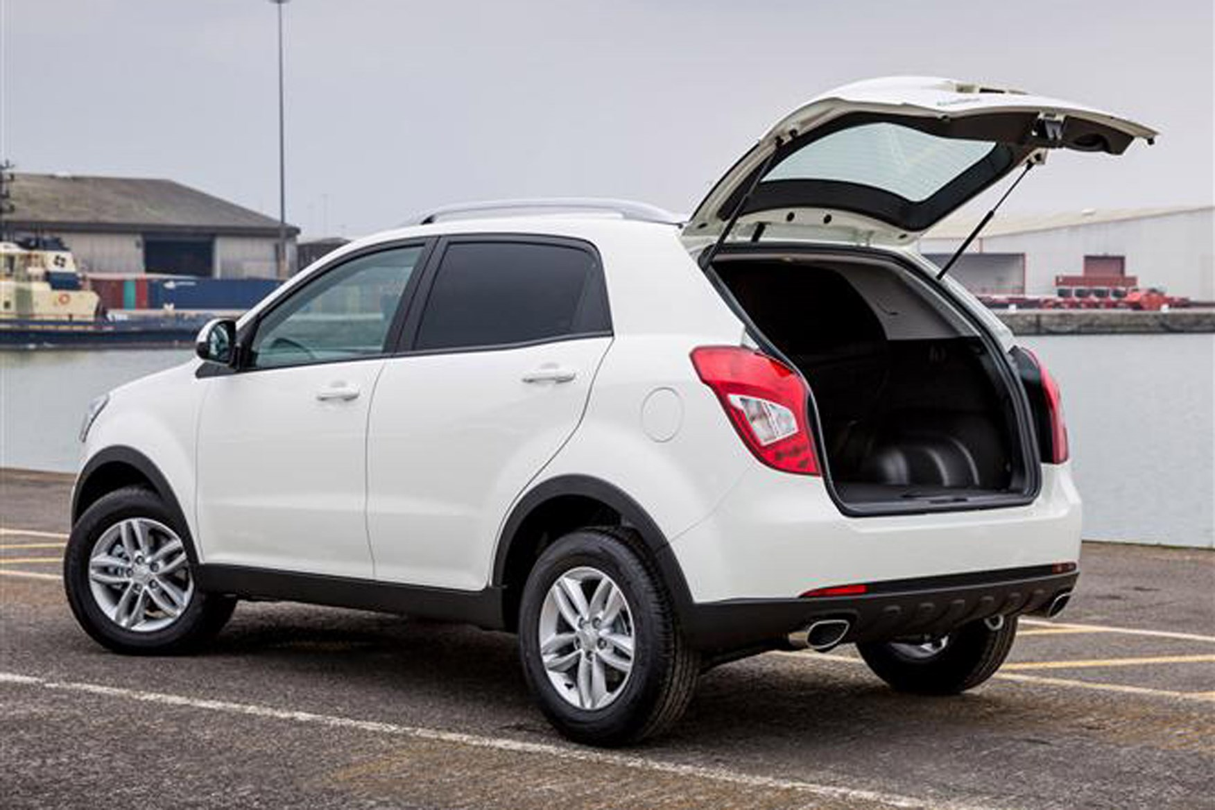 SsangYong Korando review on Parkers Vans - load area access