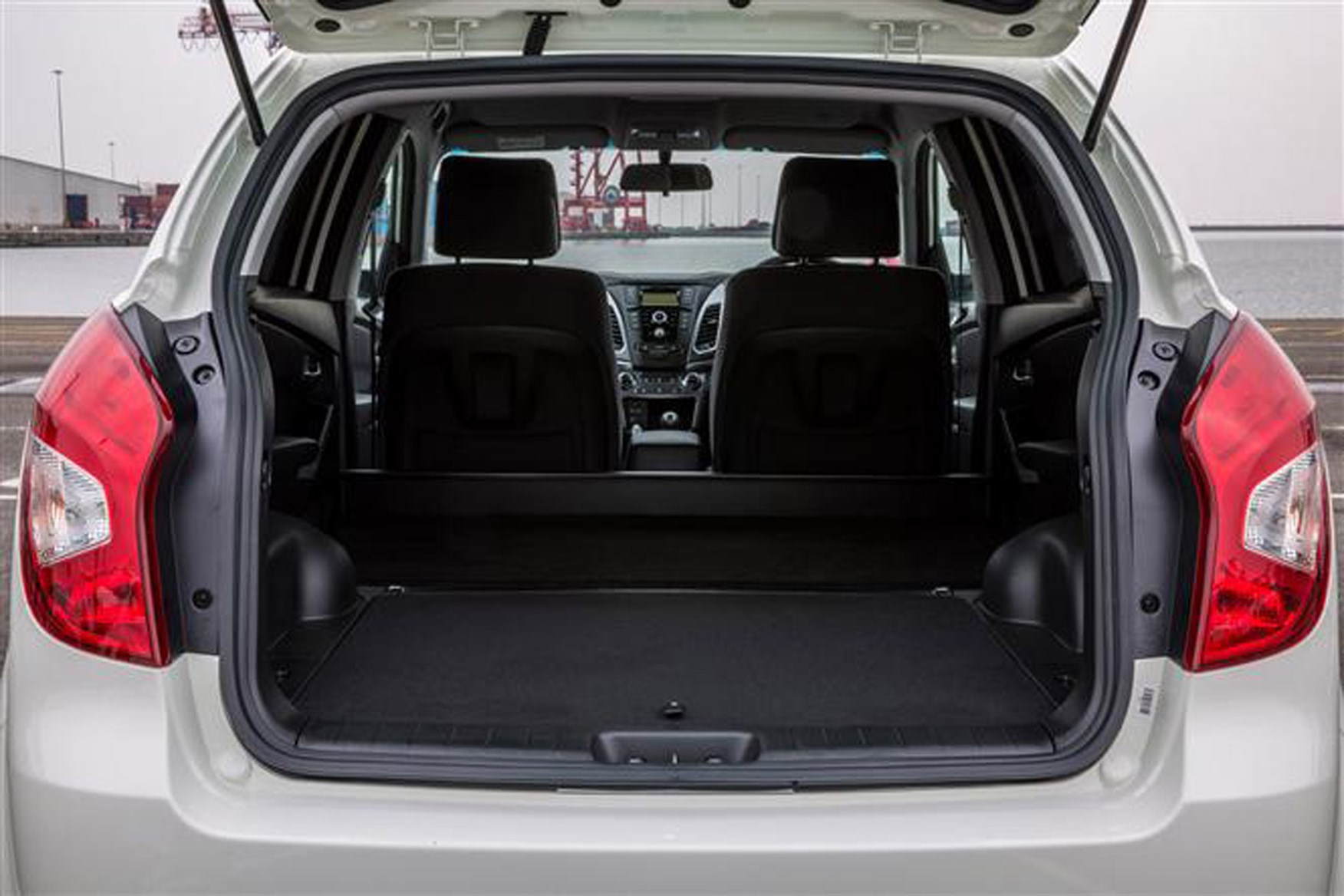 SsangYong Korando review on Parkers Vans - load area