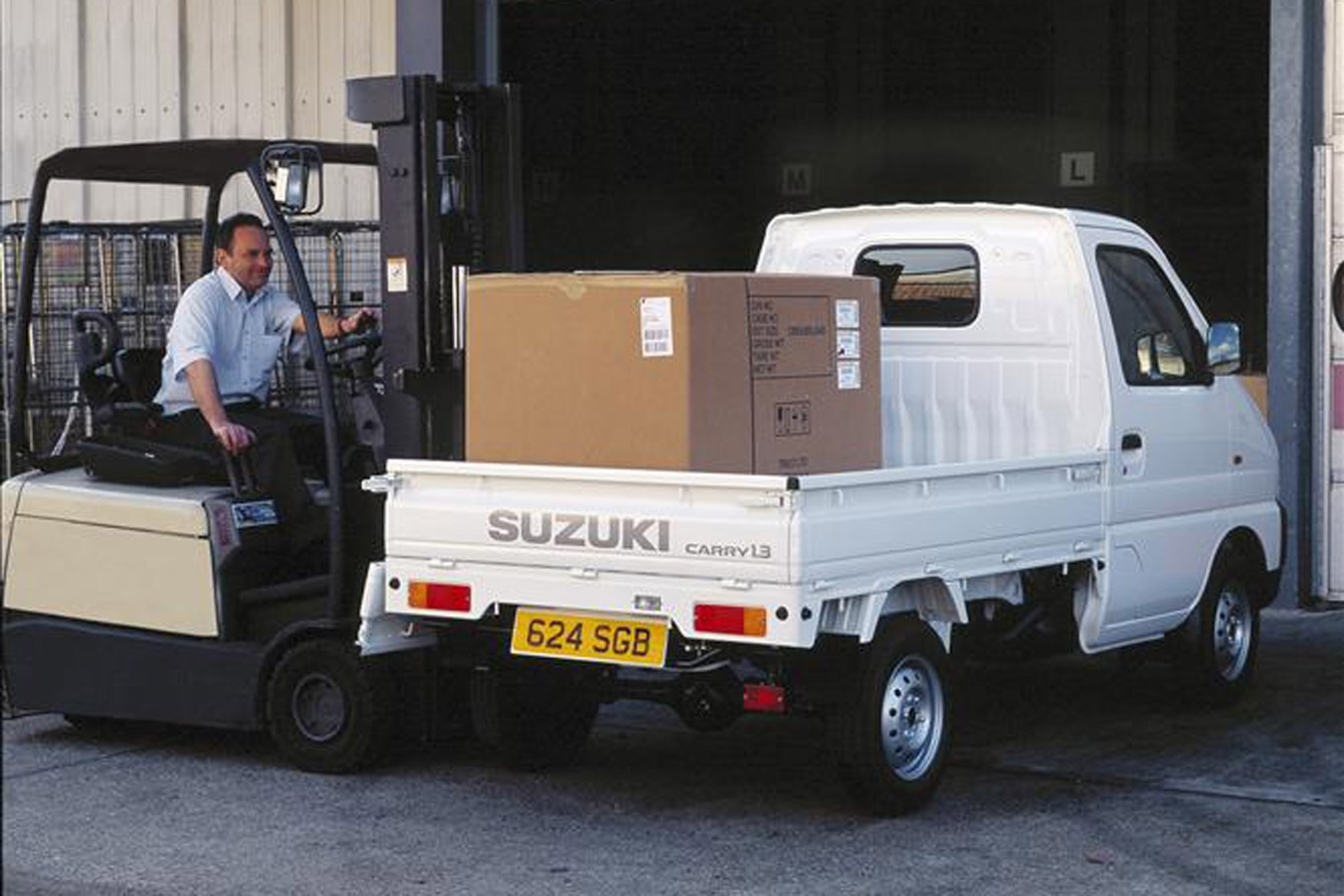 Suzuki Carry review on Parkers Vans - pickup load area, payload