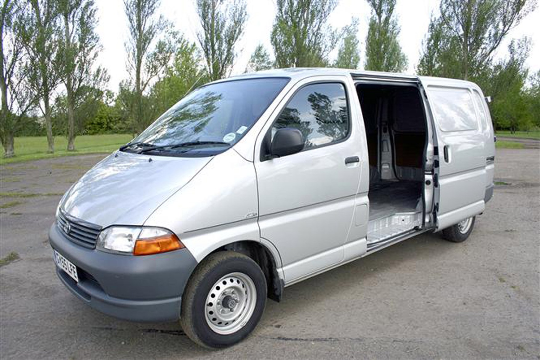 4cac21cc32 Toyota Hiace review on Parkers Vans - load area access