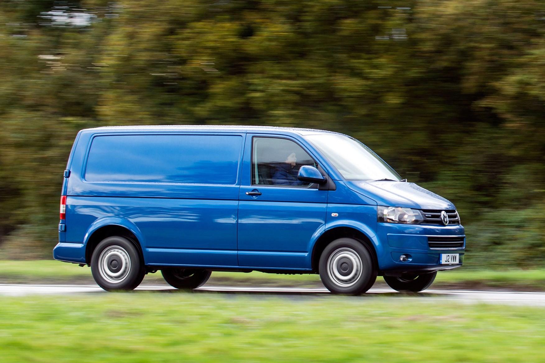 VW Transporter T5 (2010-2015) BlueMotion driving