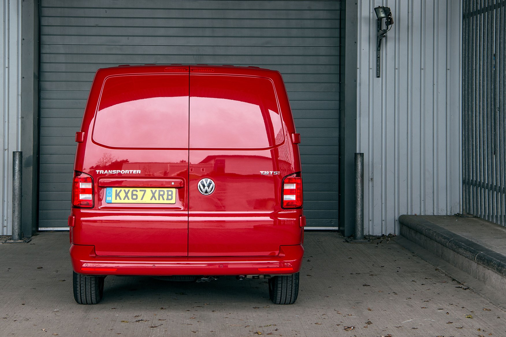 VW Transporter (2015-on) rear view