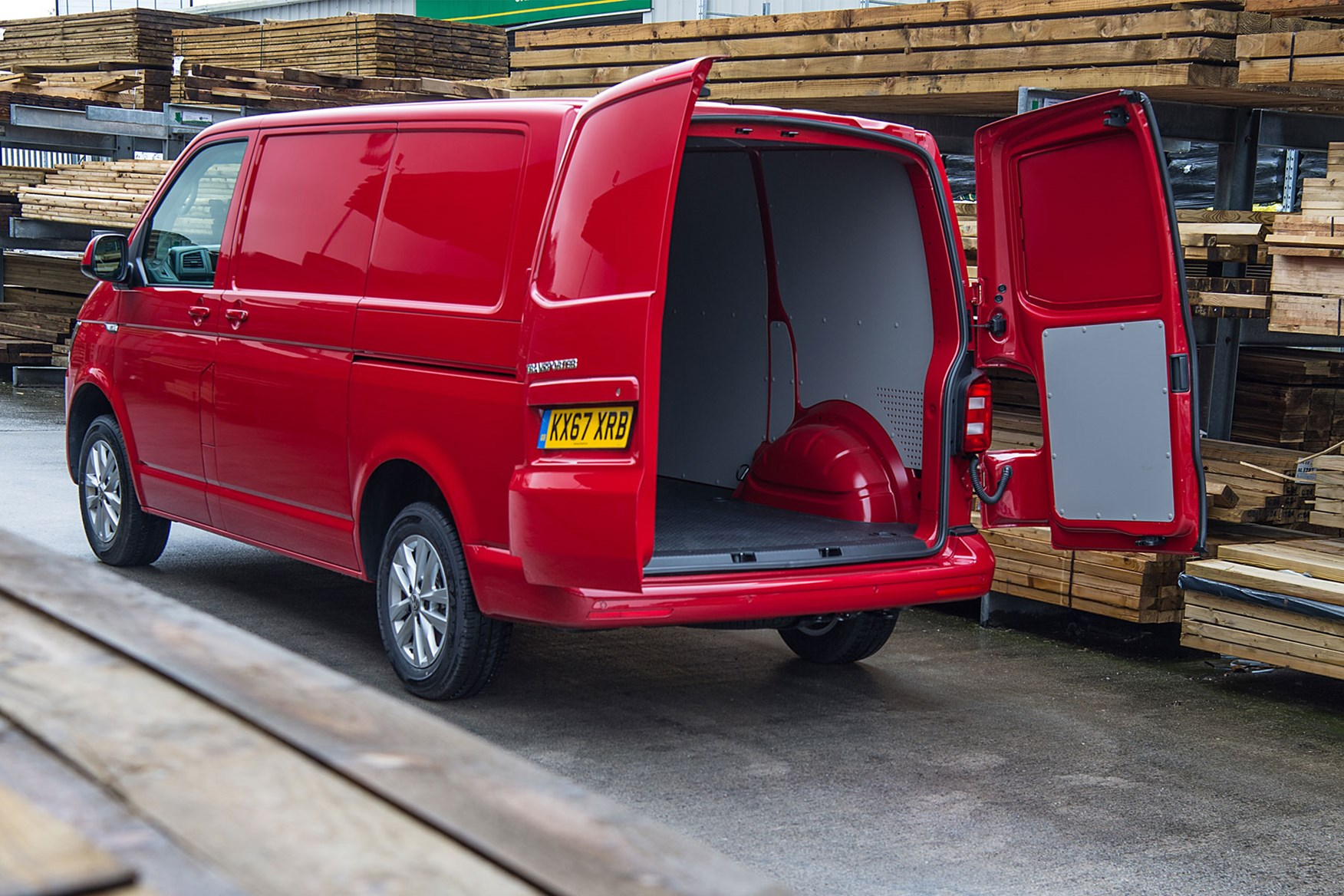 VW Transporter (2015-on) load area dimensions