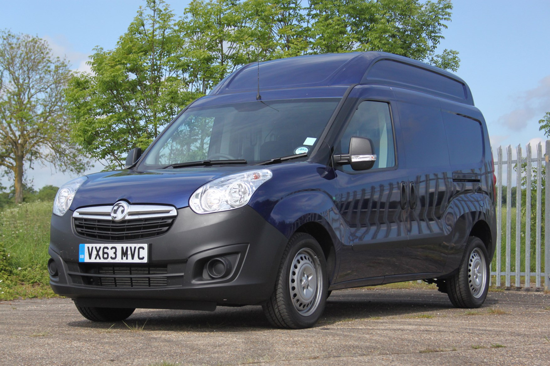Vauxhall Combo full review on Parkers Vans - exterior