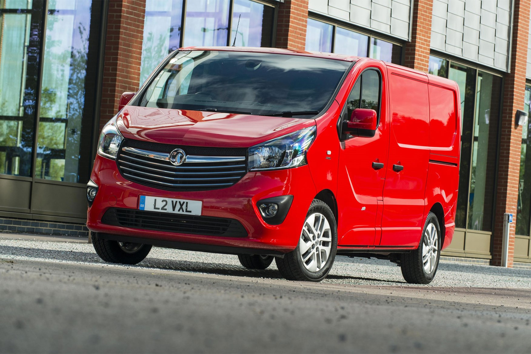 Vauxhall Vivaro review - front view, red