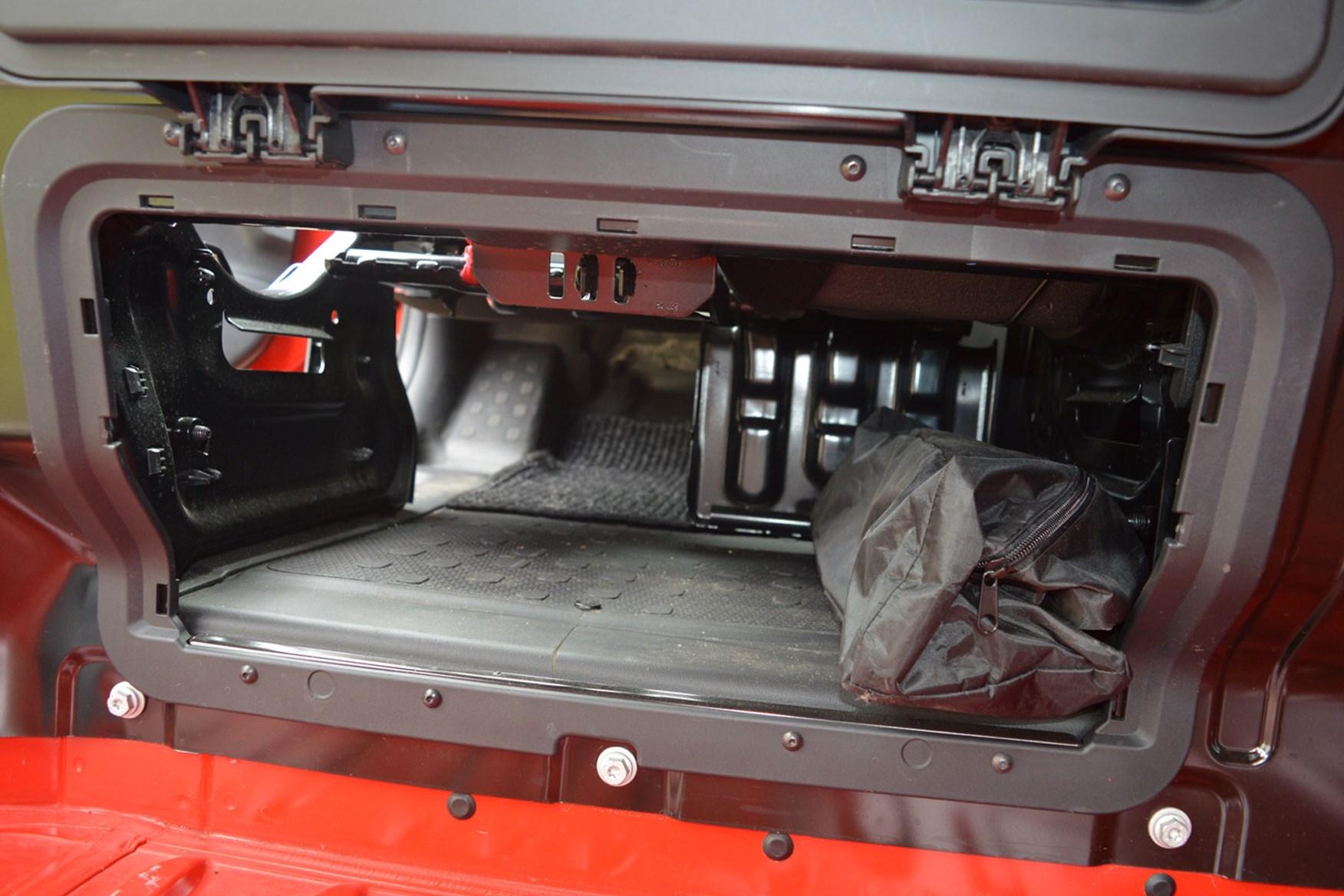 Vauxhall Vivaro Sportive EU5 review - bulkhead load-through hatch