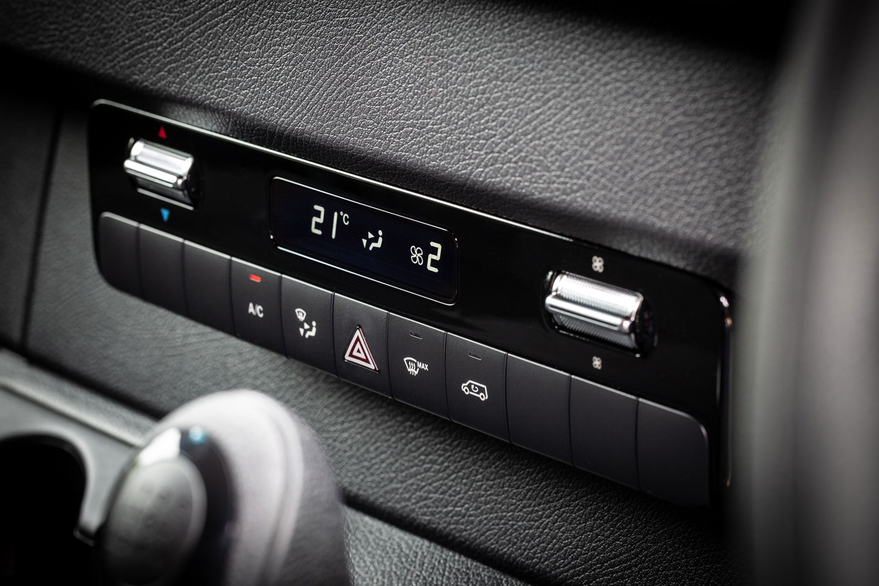 Mercedes Sprinter (2018-on) air-conditioning controls