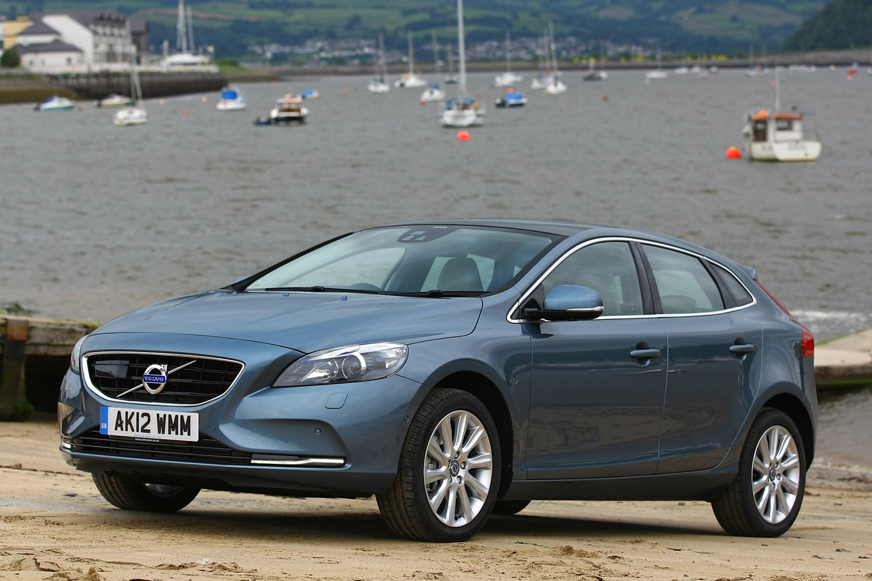 Buy a used Volvo V40