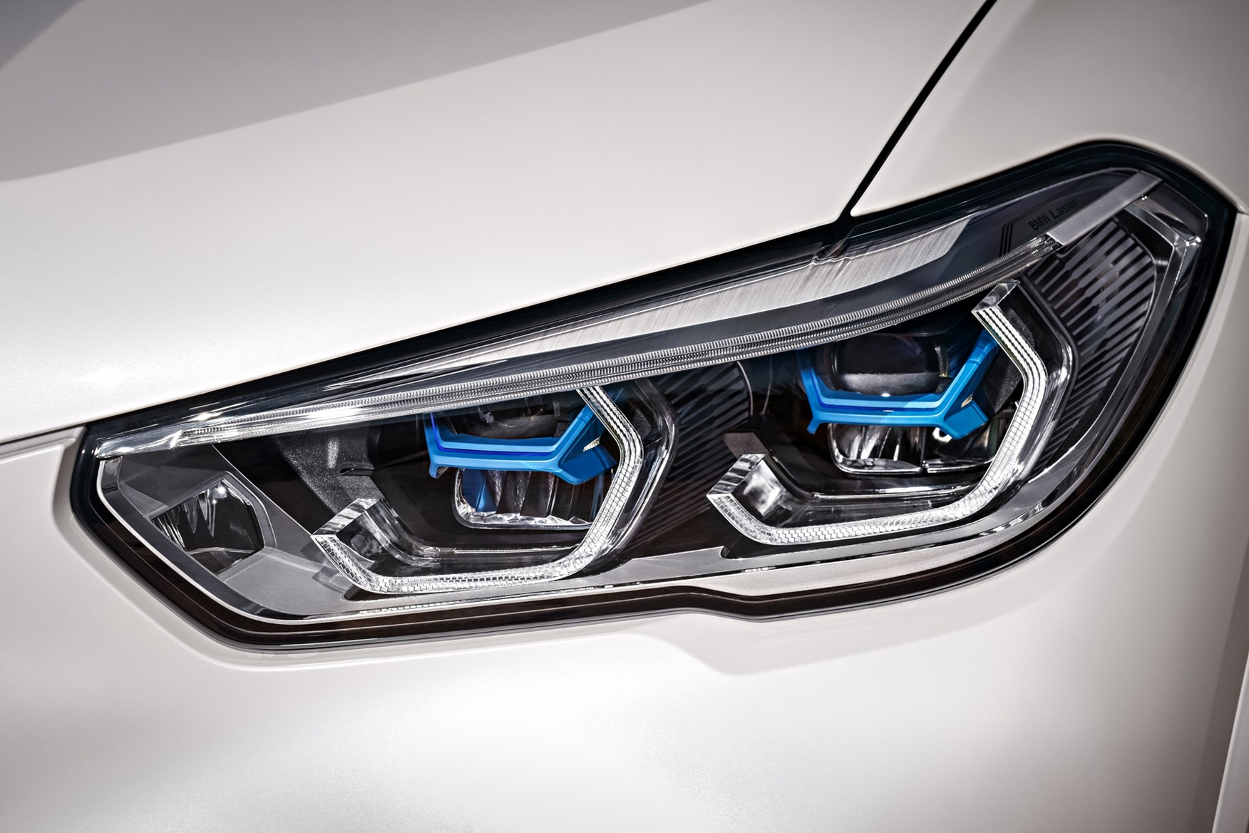 LED headlights on the 2018 BMW X5