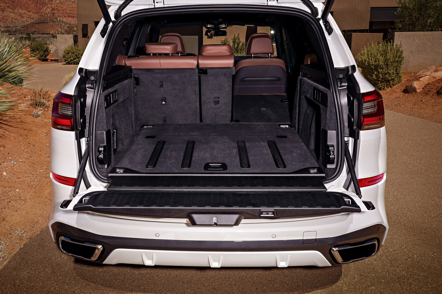 The 2018 BMW X5 has a powered split tailgate