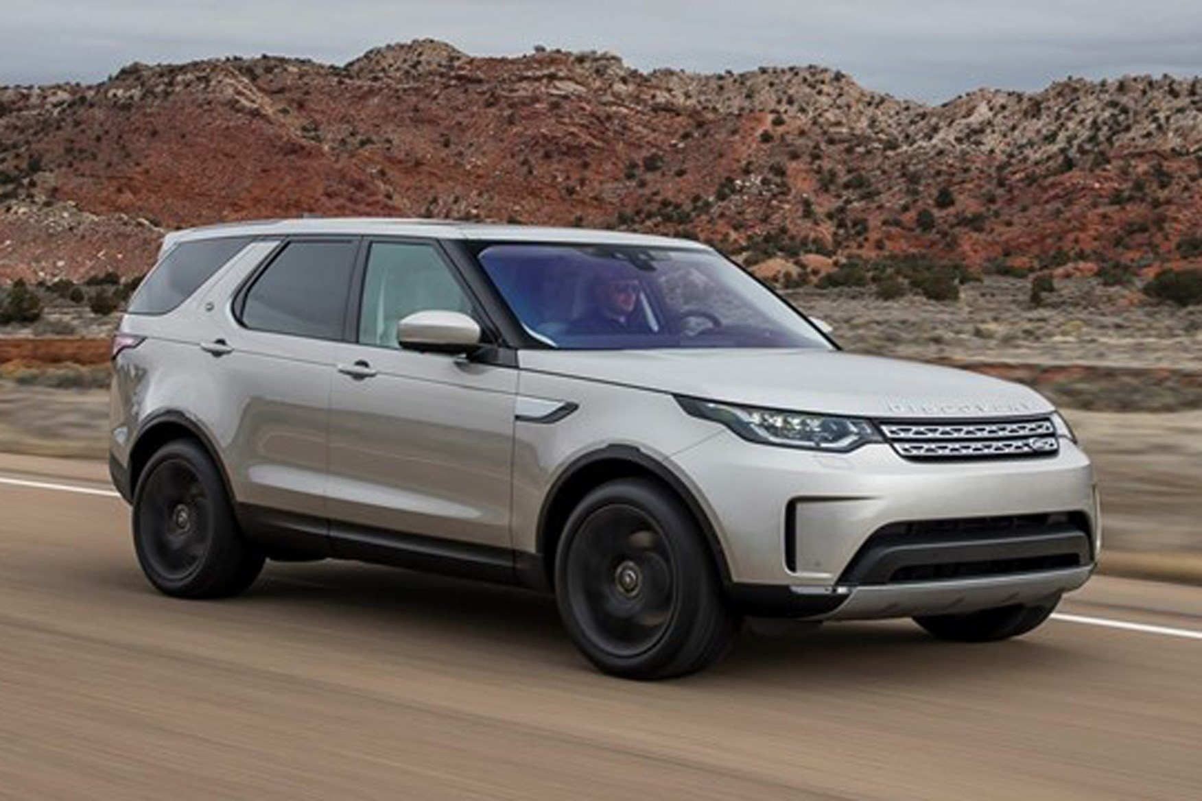 Land Rover Discovery - best towing cars reviews