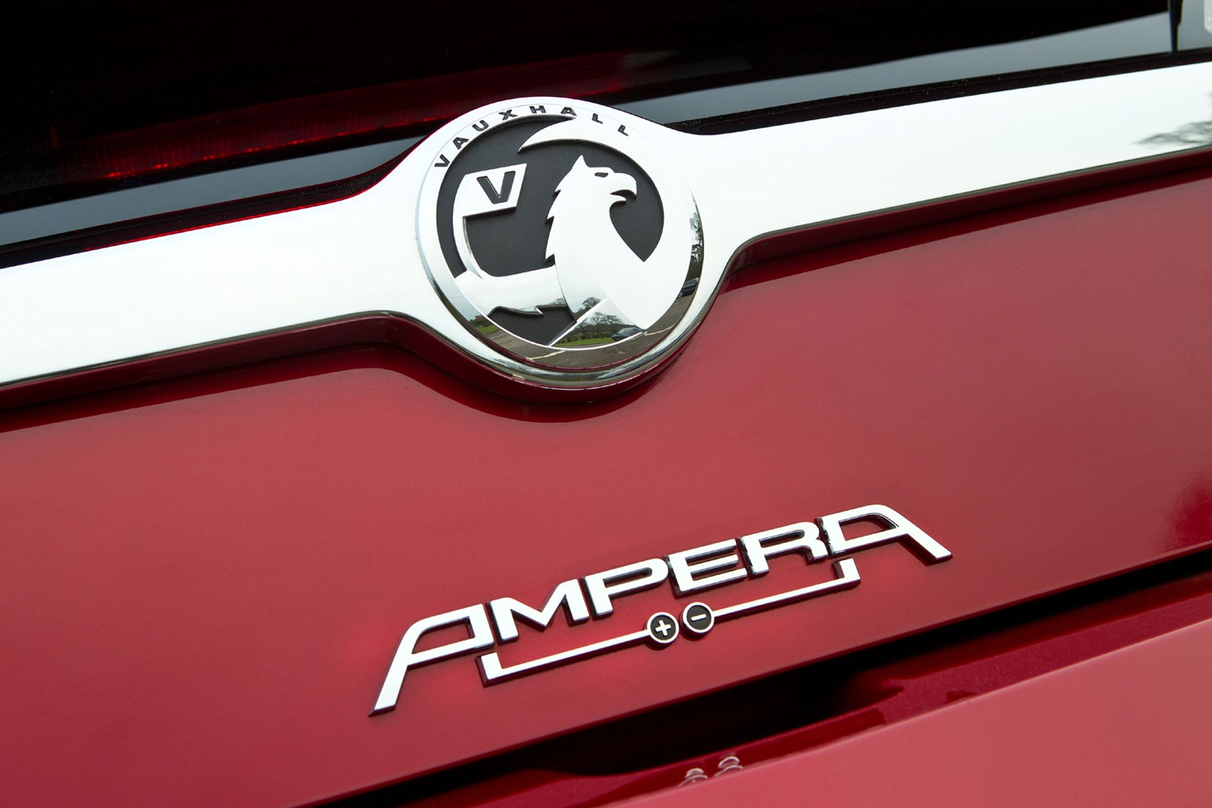 Vauxhall Ampera rear logo + - symbol, clever design on a clever car
