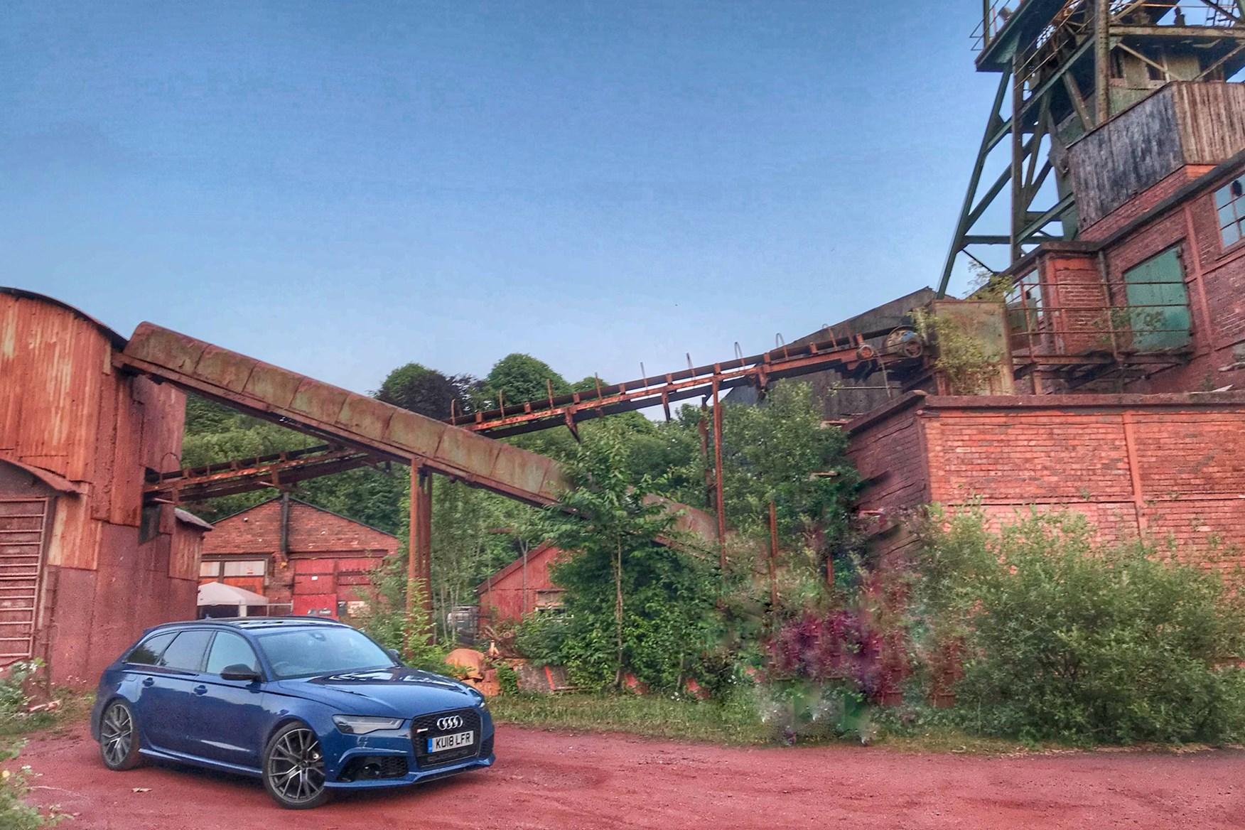 Audi RS 6 Avant Performance sits idling between drives