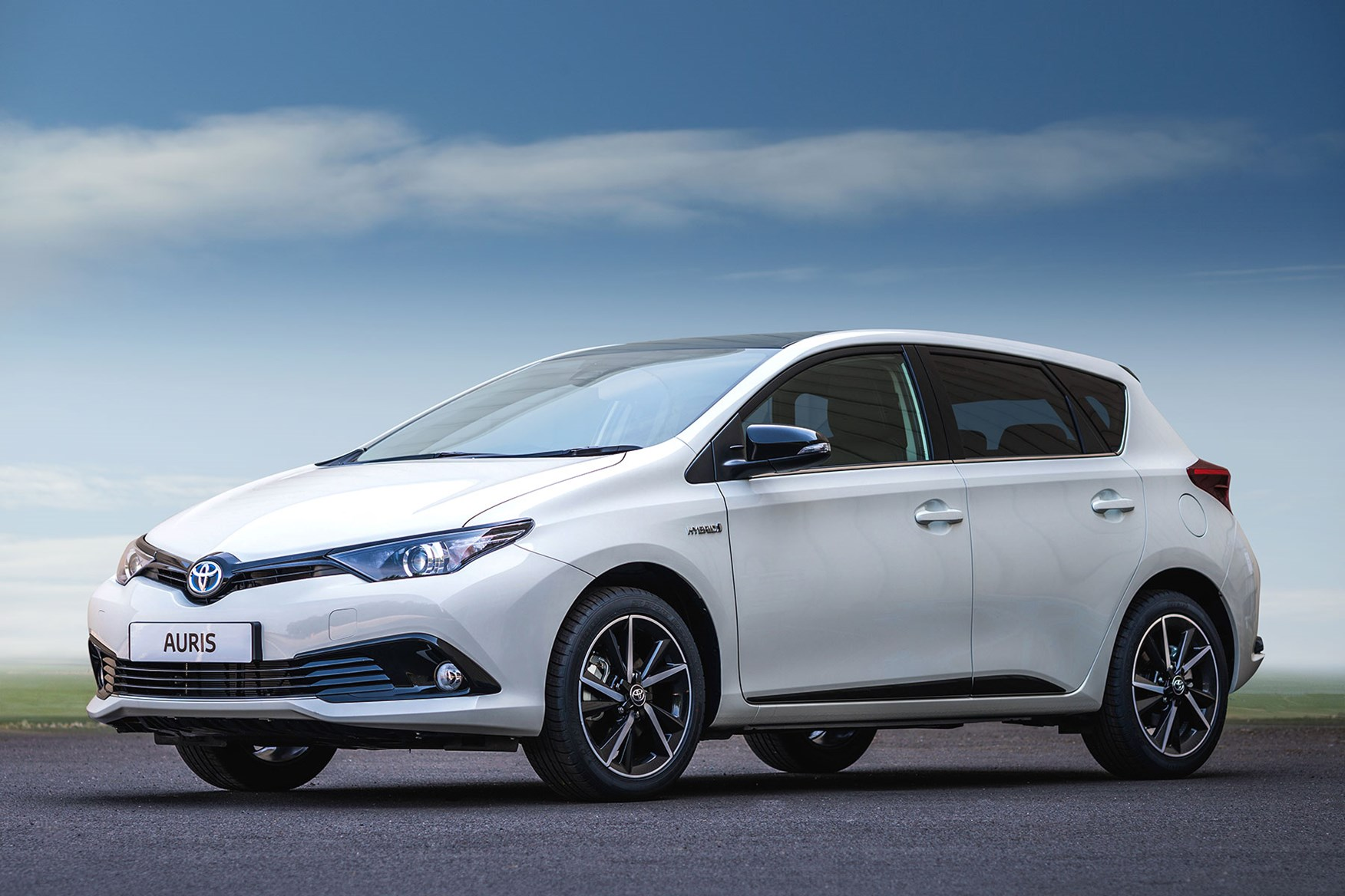 Toyota Auris in white