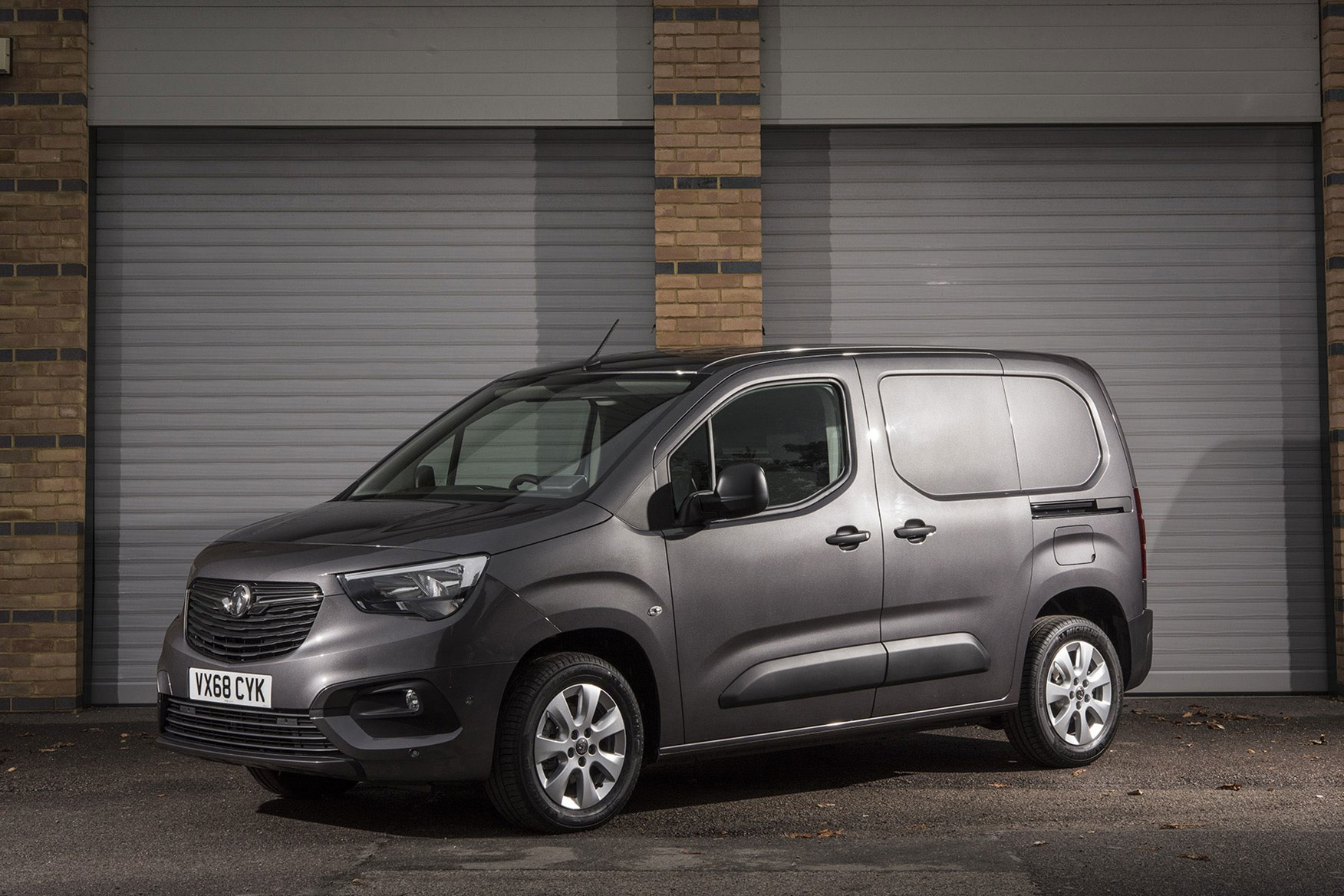 Vauxhall Combo 2019 review - grey, front view