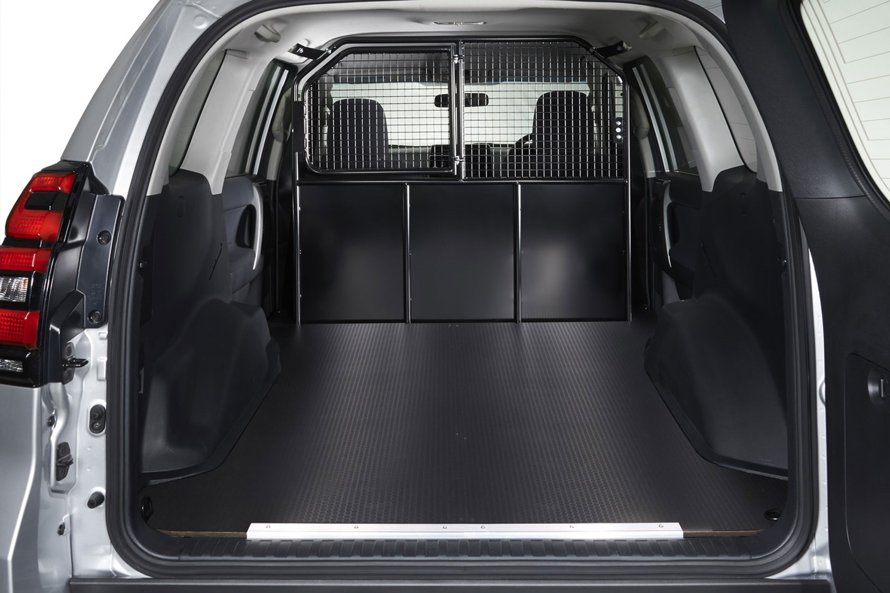 Toyota Land Cruiser Commercial dimensions - load area