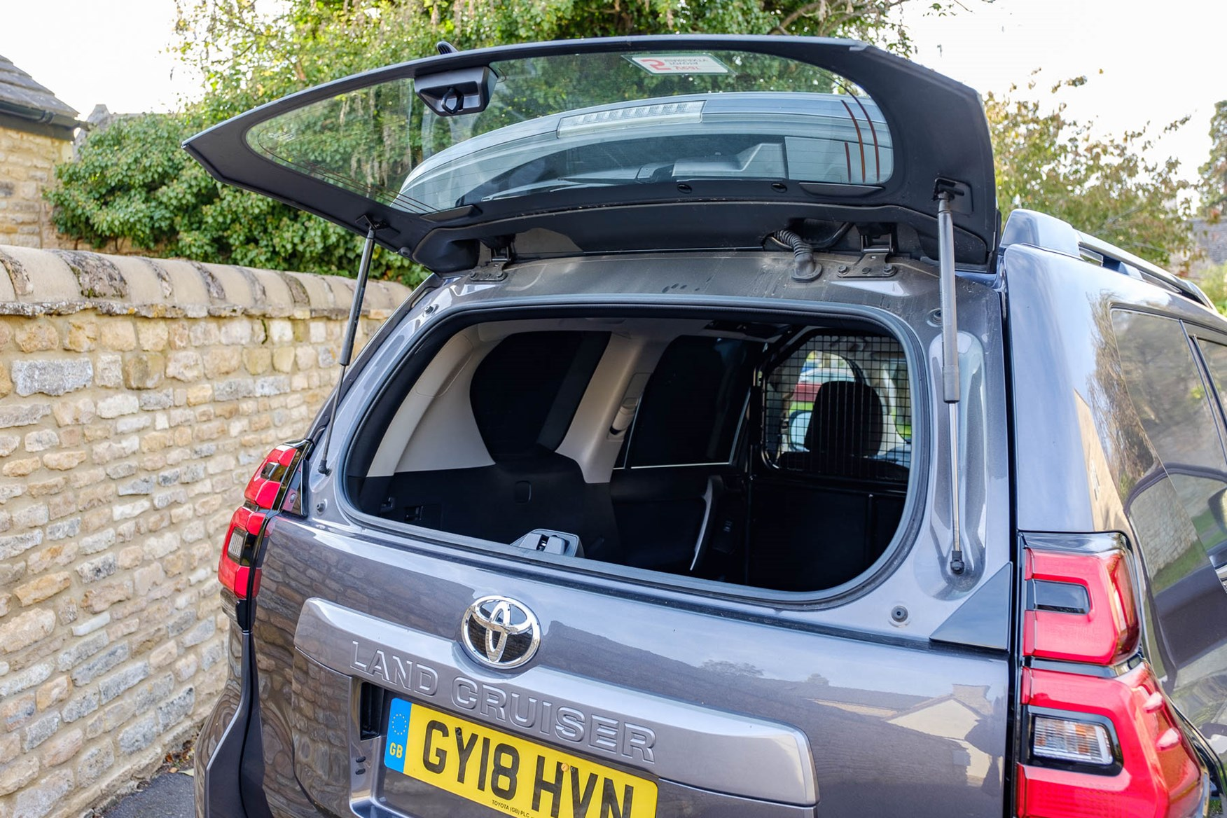 Toyota Land Cruiser glass rear hatch