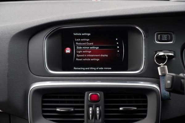 Volvo V40 D4 R-Design - Selekt used - long term test | Parkers