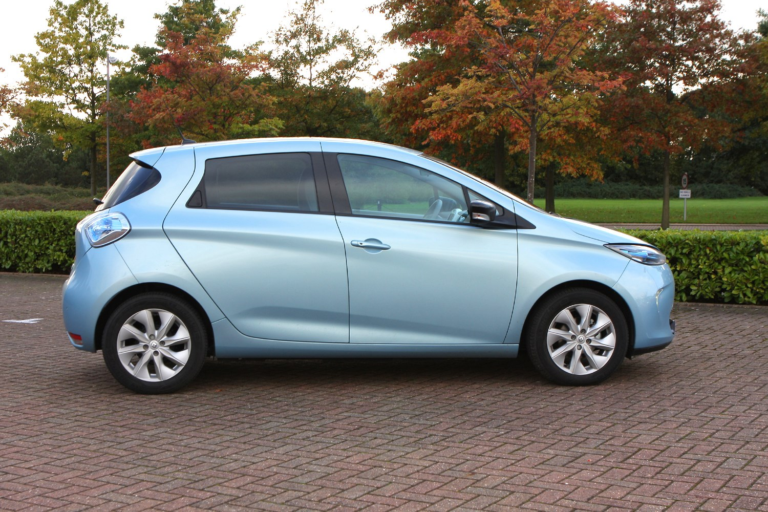 renault zoe hatchback review parkers. Black Bedroom Furniture Sets. Home Design Ideas