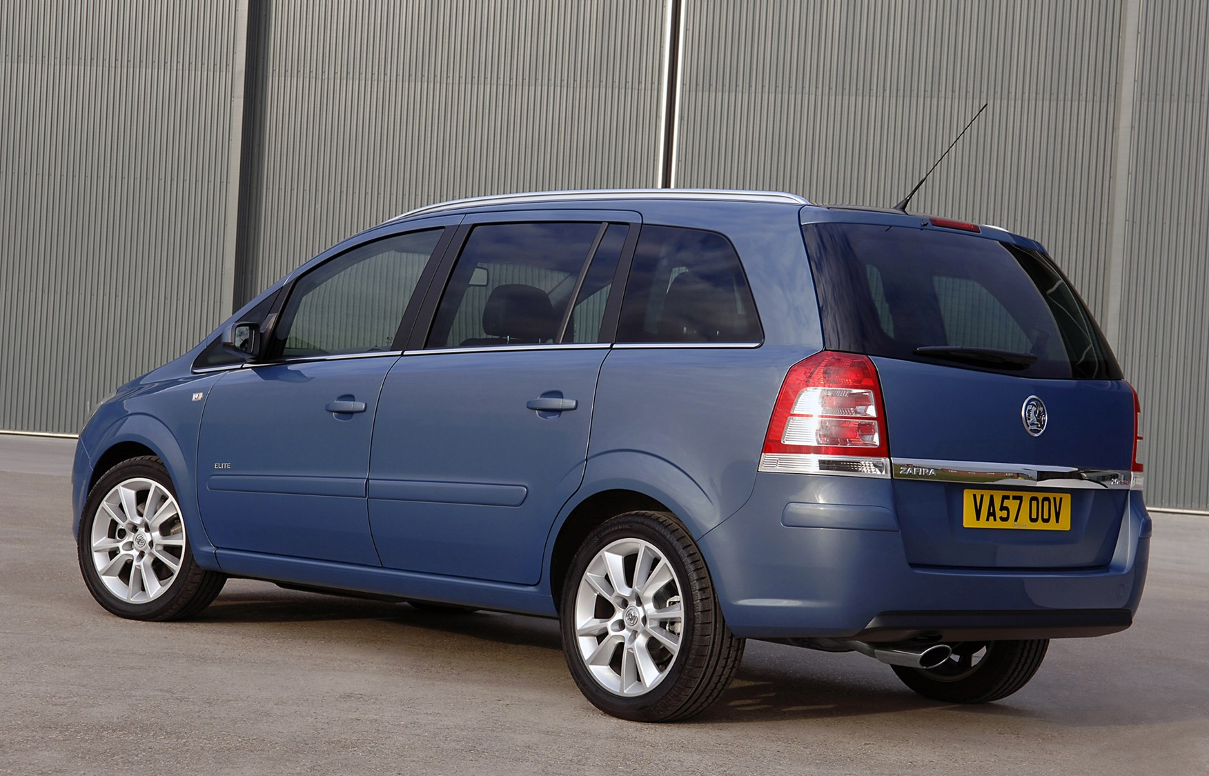vauxhall zafira estate 2005 2014 features equipment and accessories parkers. Black Bedroom Furniture Sets. Home Design Ideas