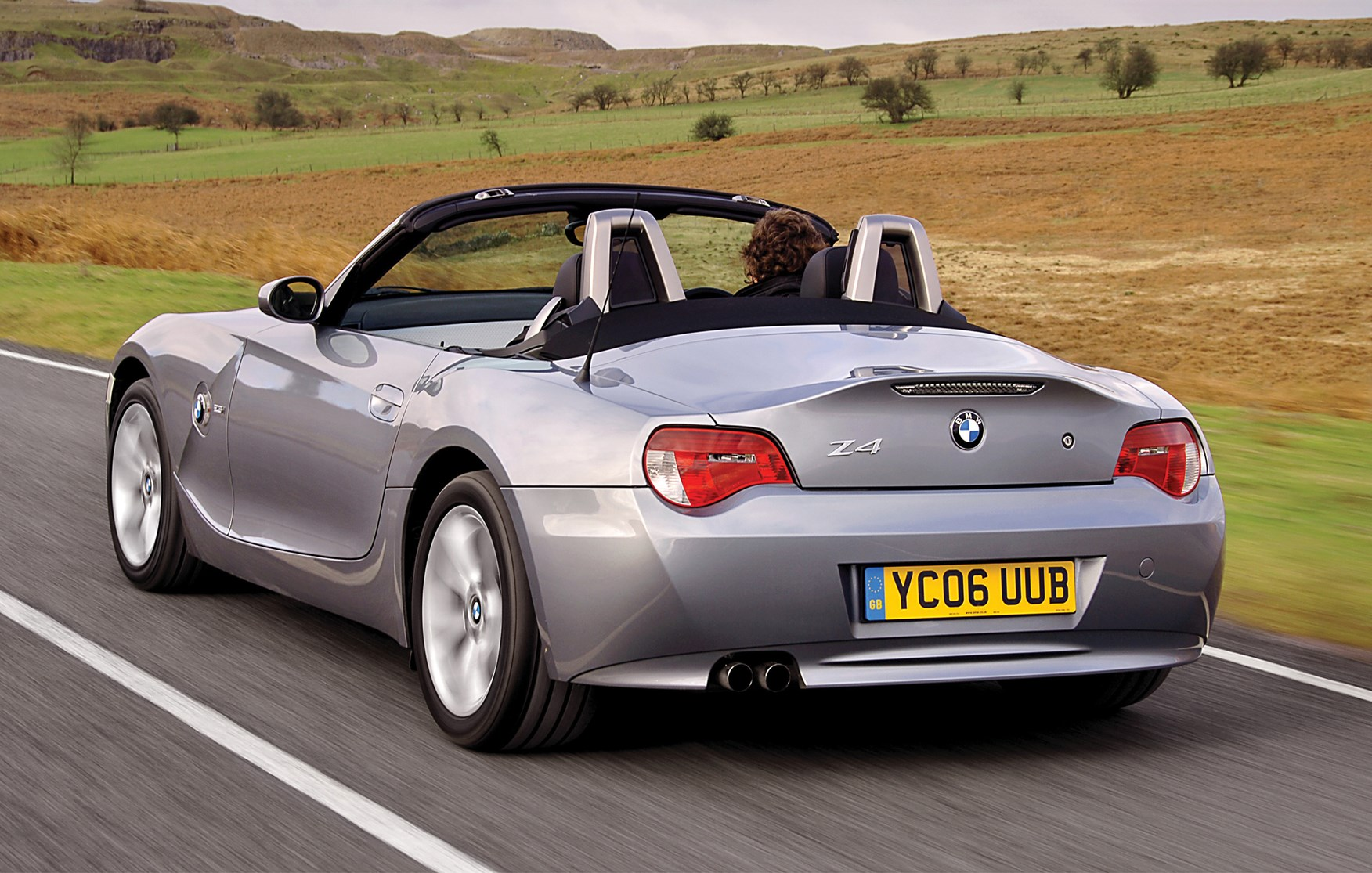 bmw z4 roadster 2003 2008 features equipment and. Black Bedroom Furniture Sets. Home Design Ideas