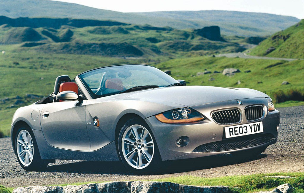 bmw z4 roadster 2003 2008 features equipment and accessories parkers. Black Bedroom Furniture Sets. Home Design Ideas