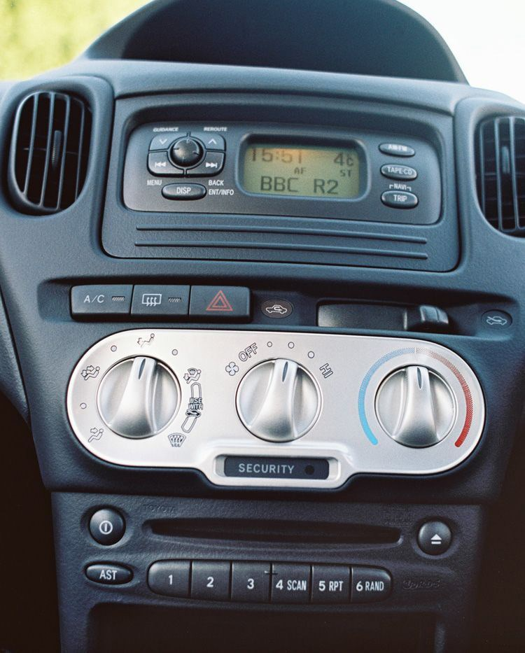 toyota yaris verso 2000 2005 features equipment and. Black Bedroom Furniture Sets. Home Design Ideas