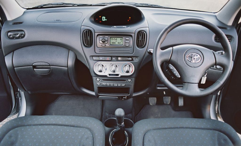 Toyota yaris verso review 2000 2005 parkers - Toyota yaris interior accessories ...