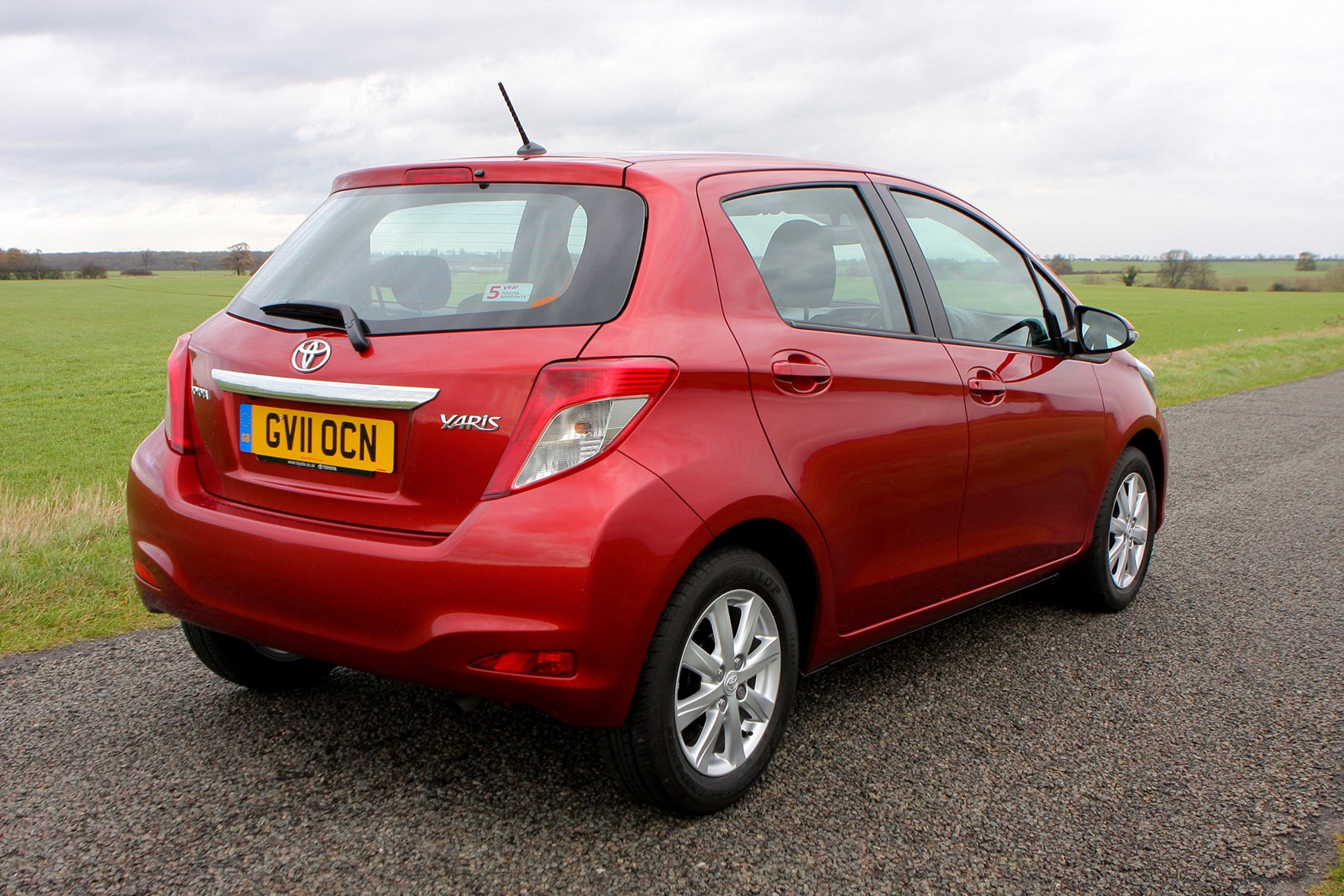 Toyota Yaris Hatchback 2011 Features Equipment And Accessories Parkers
