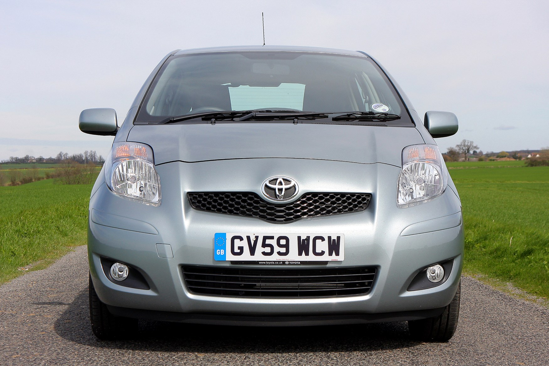 Toyota Yaris Hatchback 2006 2011 Features Equipment And Accessories Parkers