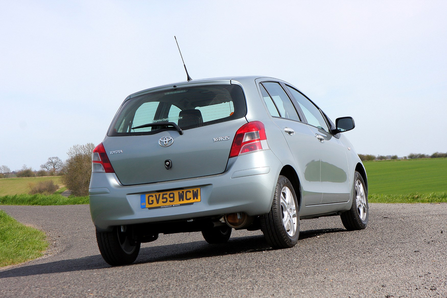 toyota yaris hatchback review  2006