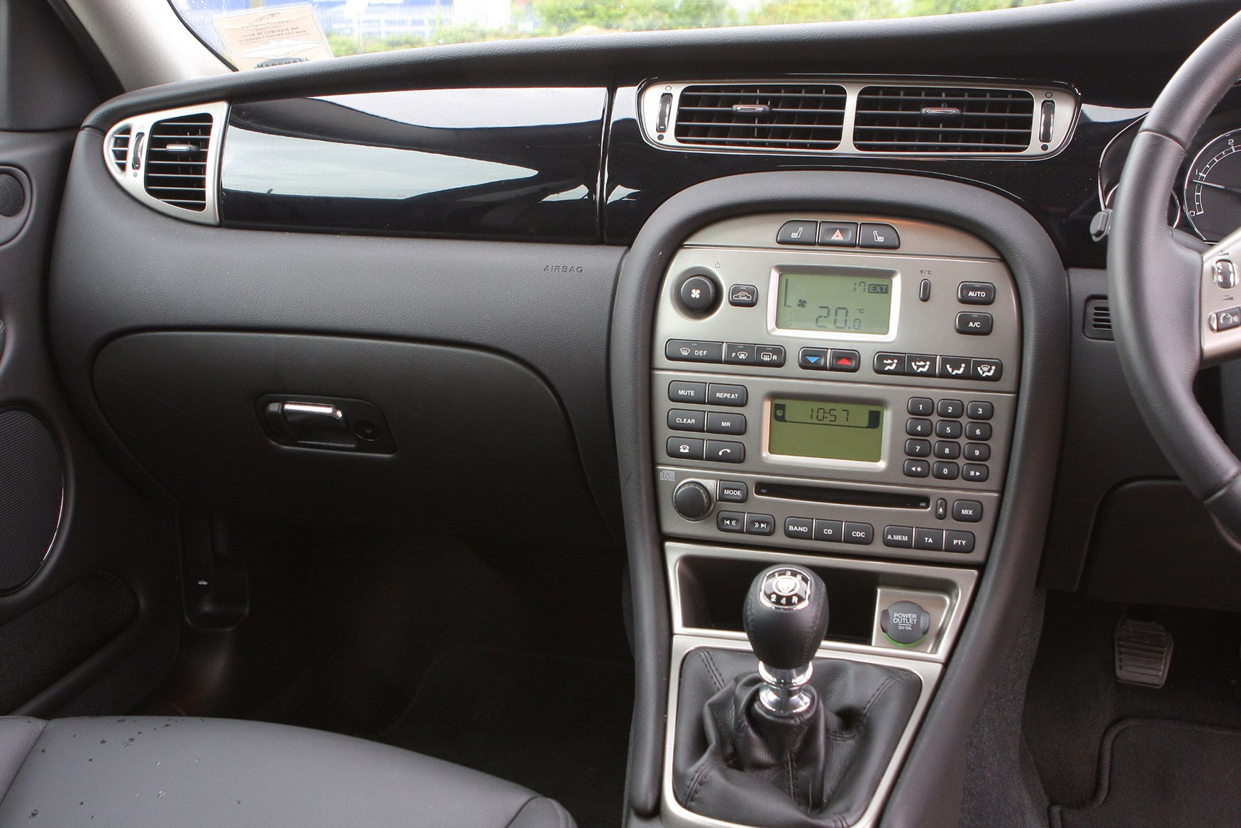 Jaguar X Type Saloon 2001 2010 Features Equipment And Accessories Parkers