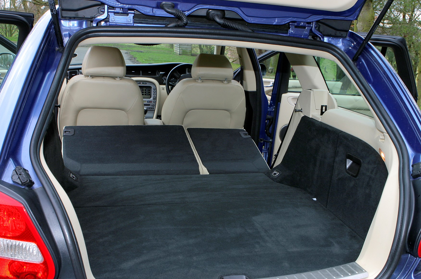 jaguar x type estate 2004 2010 rivals parkers. Black Bedroom Furniture Sets. Home Design Ideas