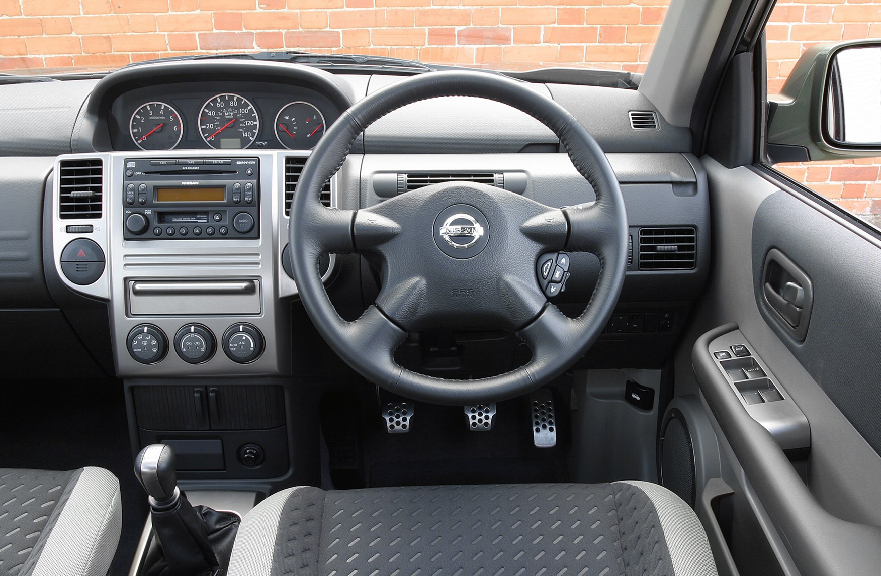 Nissan x trail station wagon 2001 2007 rivals parkers for Nissan x trail interior