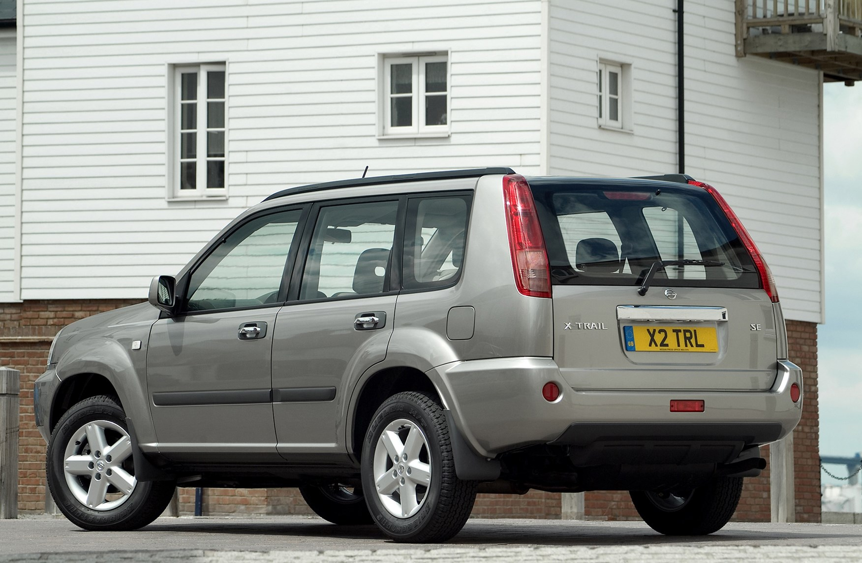 nissan x-trail station wagon (2001 - 2007) features, equipment and