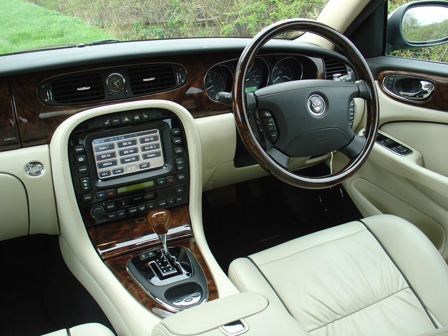 jaguar xj saloon review 2003 2009 parkers. Black Bedroom Furniture Sets. Home Design Ideas