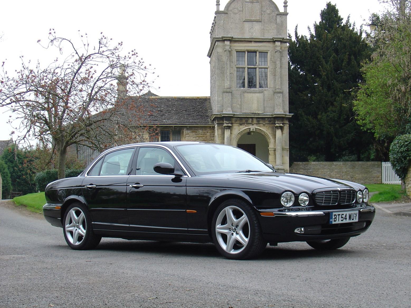 Jaguar Xj Saloon Review 2003 2009 Parkers