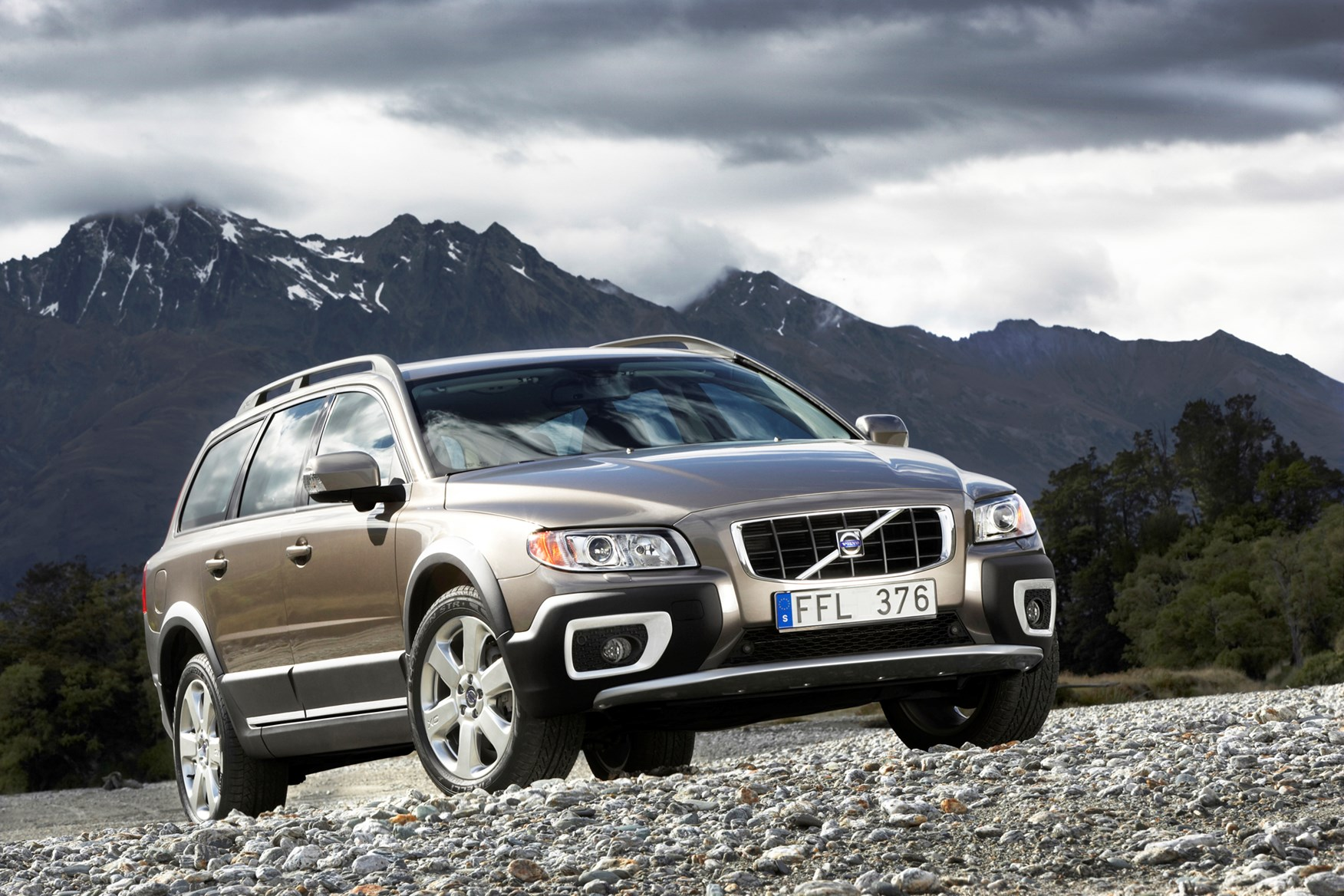 Volvo XC70 Estate Review (2007 - 2016) | Parkers