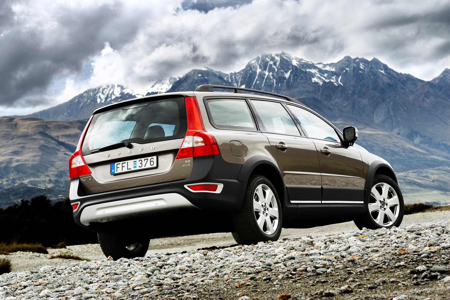 volvo xc70 estate 2007 2016 features equipment and accessories parkers. Black Bedroom Furniture Sets. Home Design Ideas
