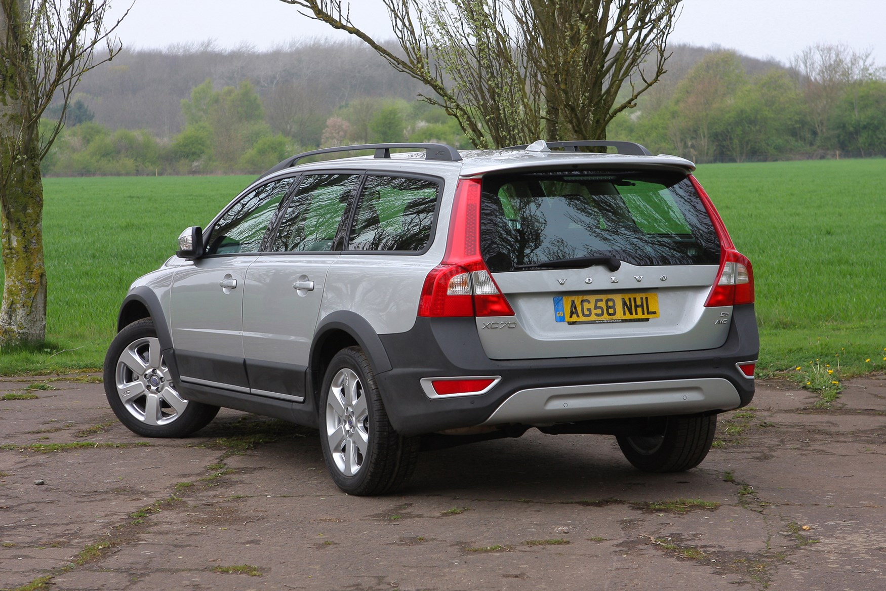 features how estate is equipment much insure safety and to it accessories volvo