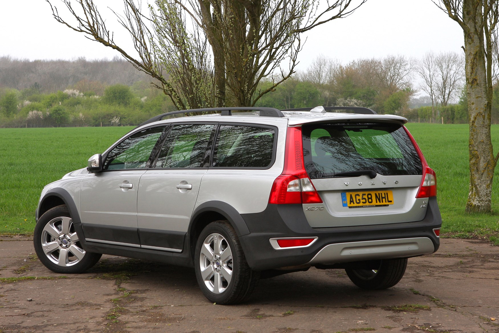 volvo xc70 estate 2007 2016 buying and selling parkers. Black Bedroom Furniture Sets. Home Design Ideas