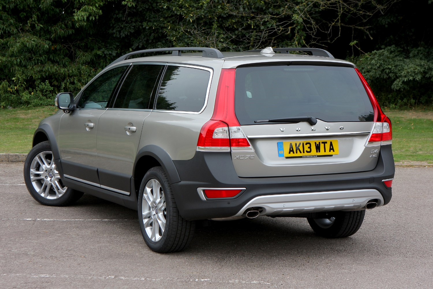 Volvo XC70 Estate (2007 - 2016) Driving & Performance | Parkers