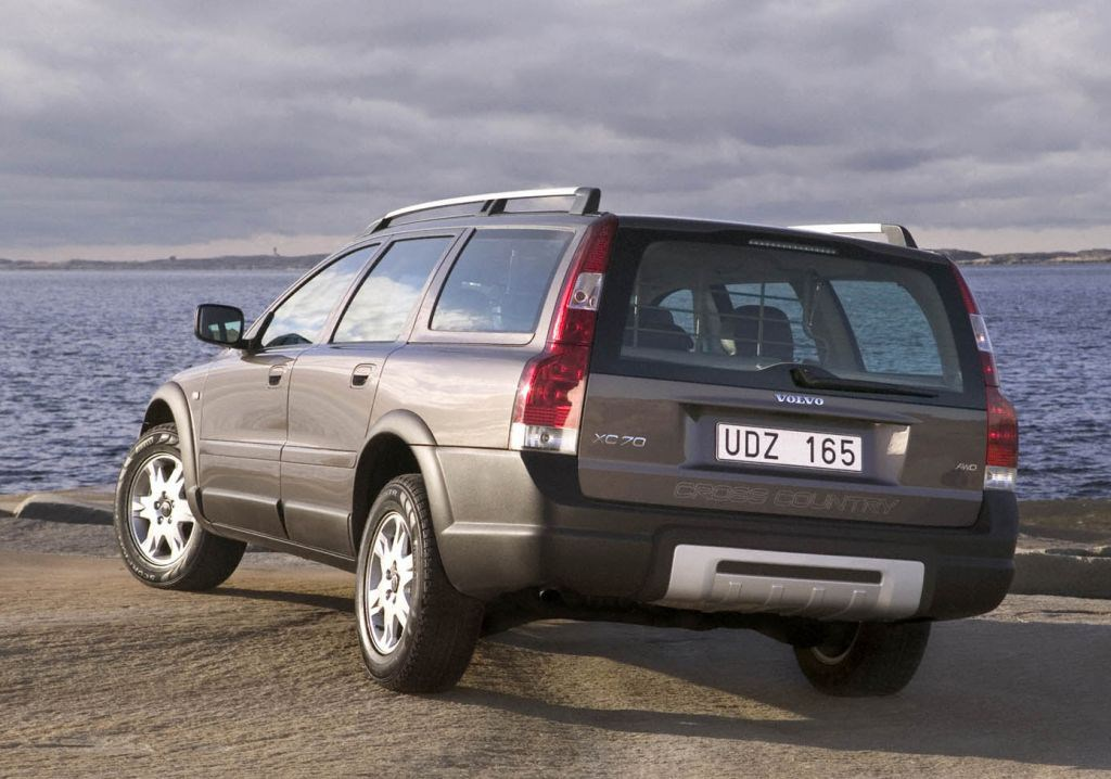 Volvo XC70 Estate Review (2000 - 2007) | Parkers