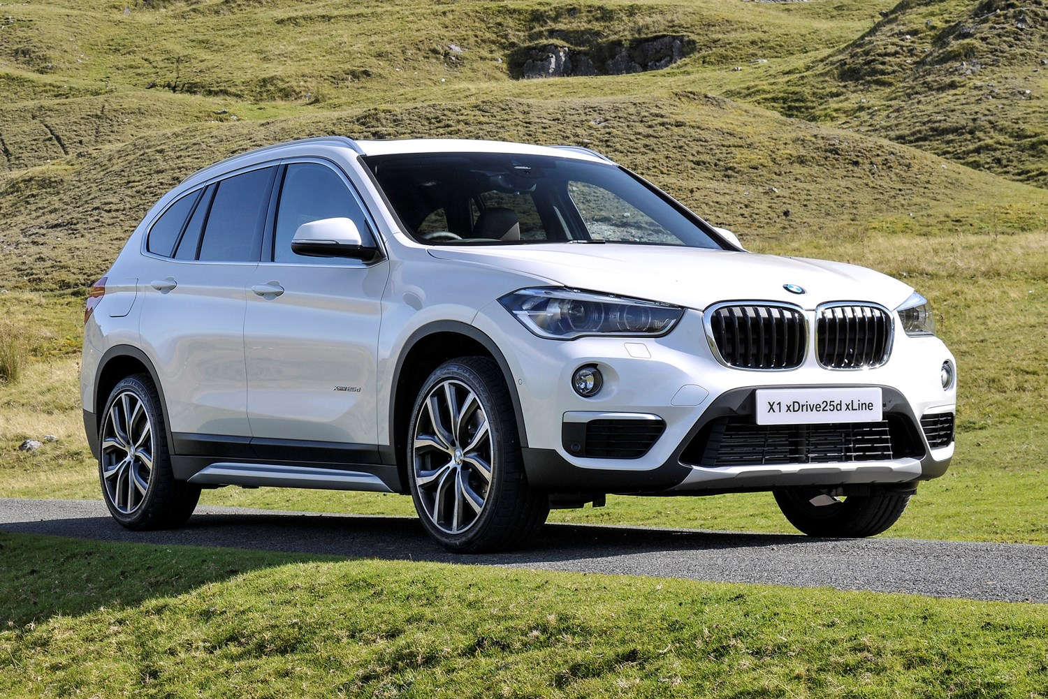 bmw x1 suv review summary parkers. Black Bedroom Furniture Sets. Home Design Ideas
