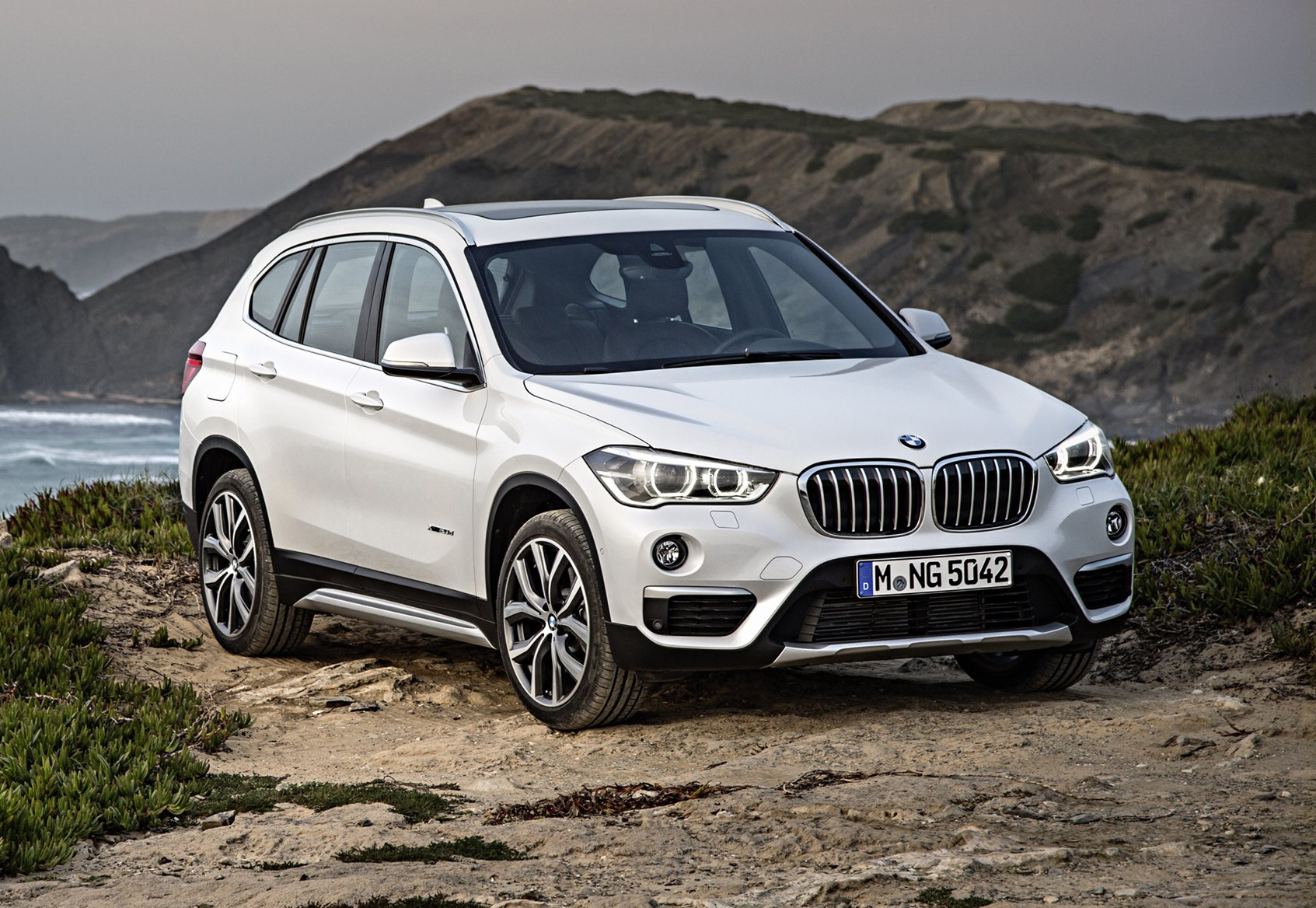 bmw x1 suv review parkers. Black Bedroom Furniture Sets. Home Design Ideas