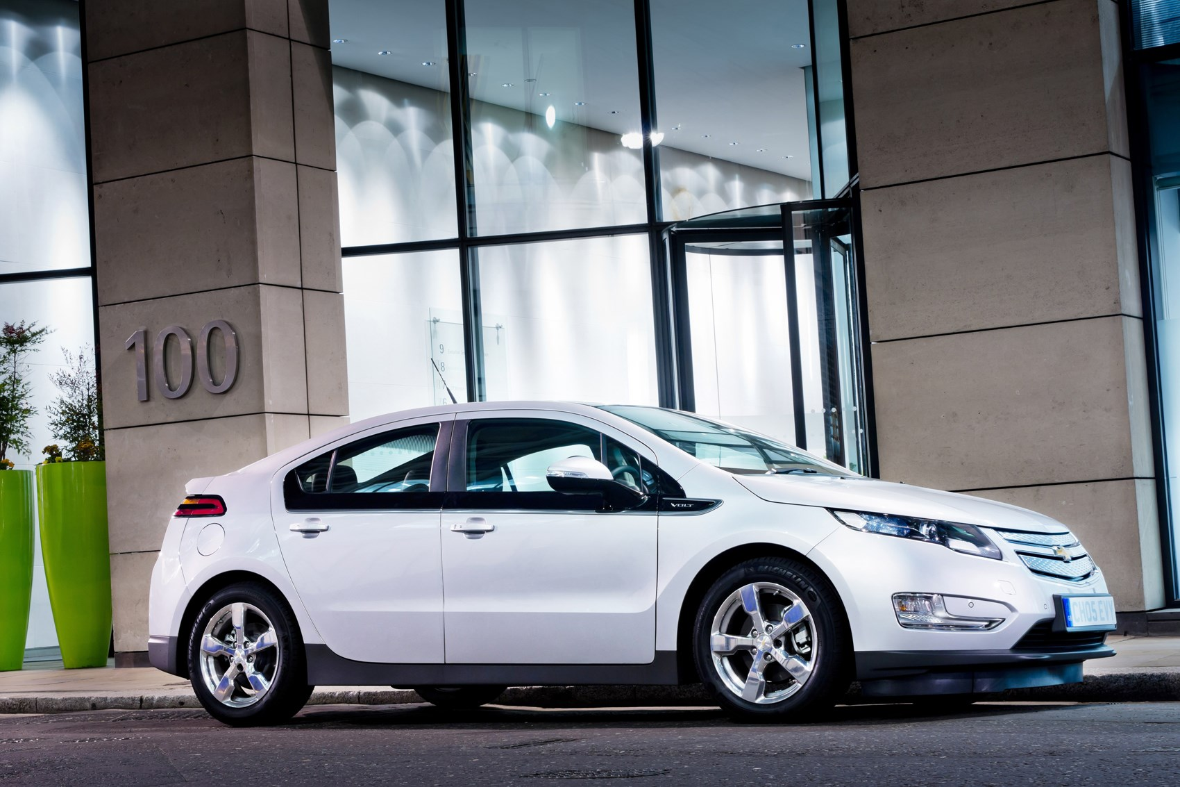 chevy volt case The chevrolet volt represents a voyage into uncharted waters for both general motors and automakers in general a so-called plug-in hybrid, the front-wheel-drive volt is a four-door, four-seat .
