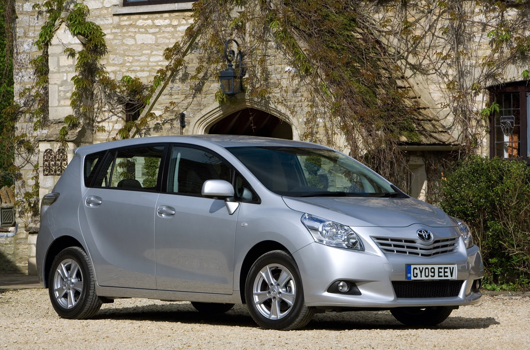 Used Toyota Verso Estate (2009 - 2018) MPG | Parkers