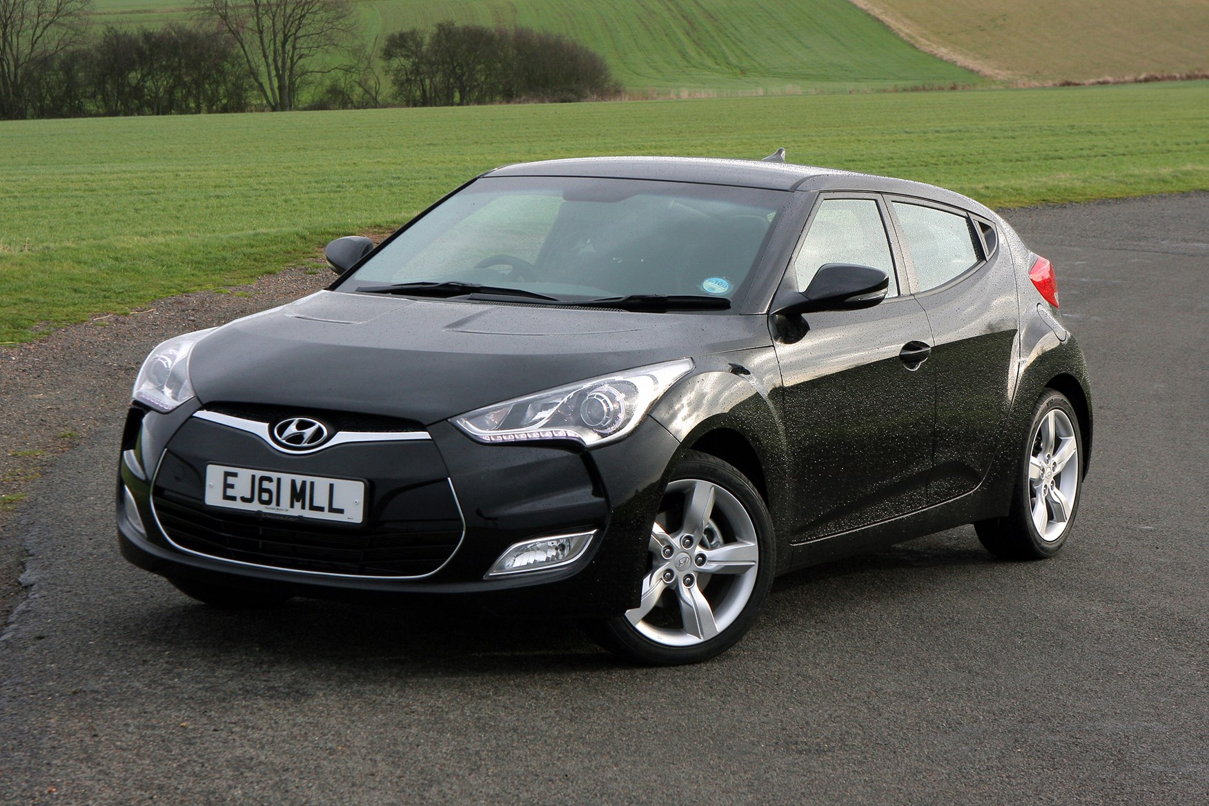 Hyundai Veloster Hatchback 2012 2014 Features Equipment And Accessories Parkers
