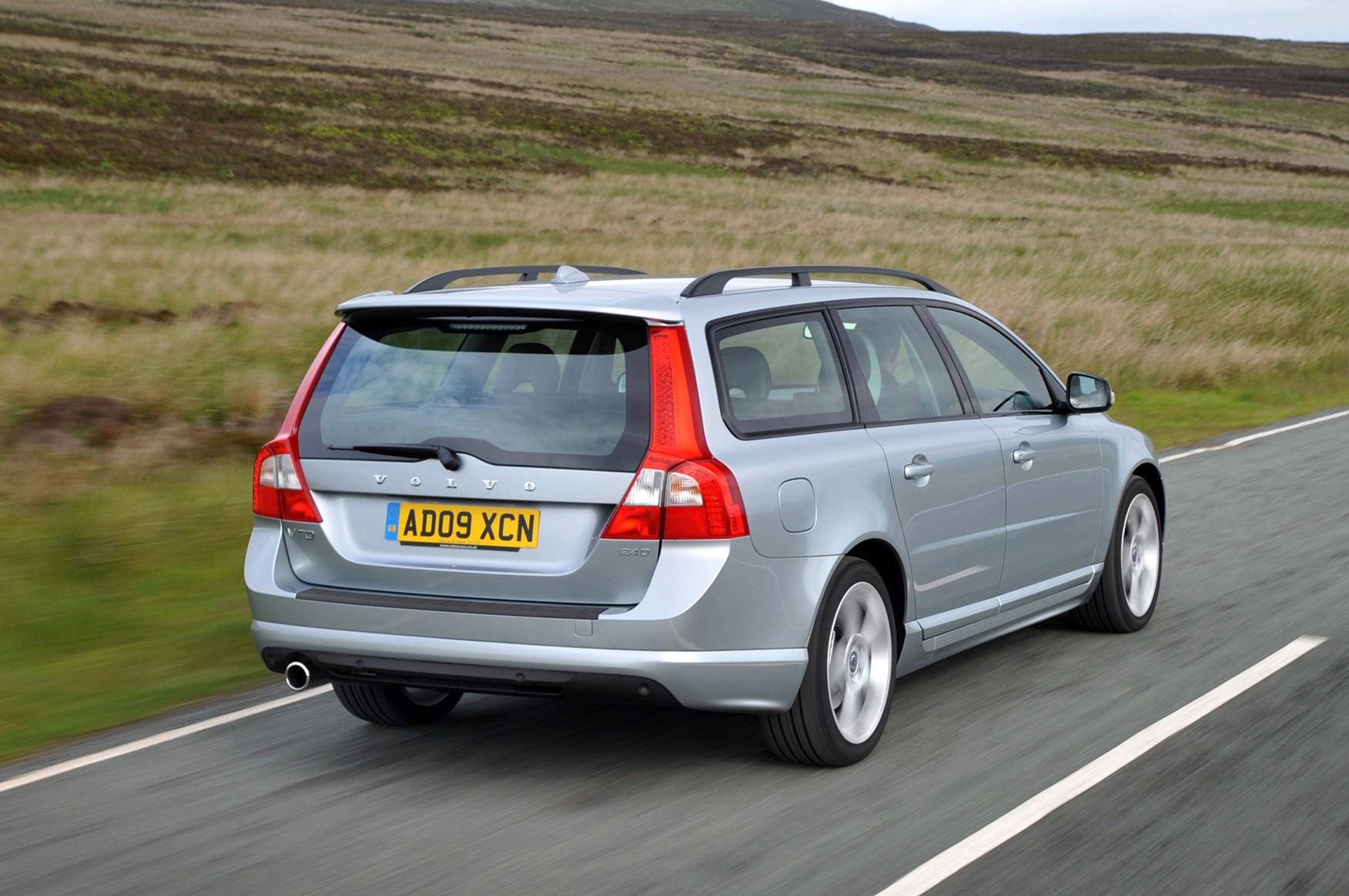 volvo v70 estate 2007 2016 features equipment and accessories parkers. Black Bedroom Furniture Sets. Home Design Ideas